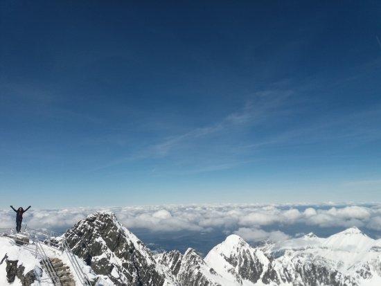 "Tatranska Lomnica, Slowakei: Lomnicky peak: ""burocracia"" permite que você curta o cume sem ter muita gente"