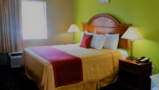 Claxton, GA: King Bed w/ jacuzzi