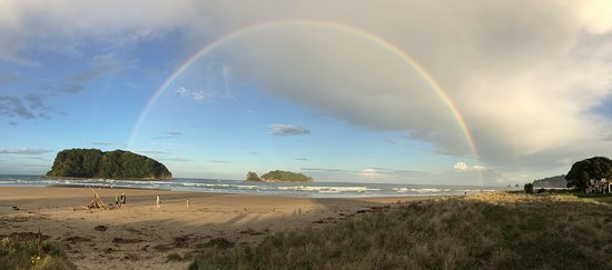 Whangamata, Yeni Zelanda: We had been standing on the beach when a shower of rain crossed. On leaving the beach we both lo