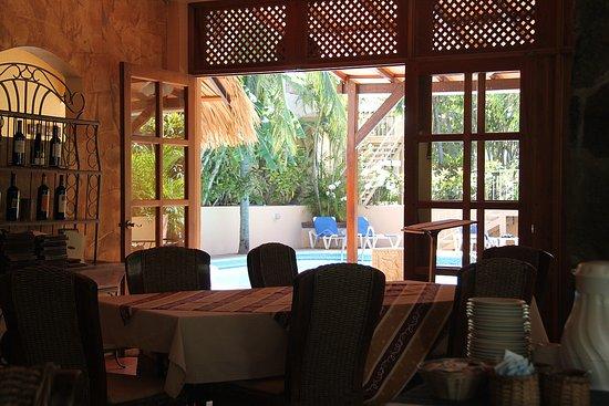 Villa del Sueno: looking through dining room toward pool