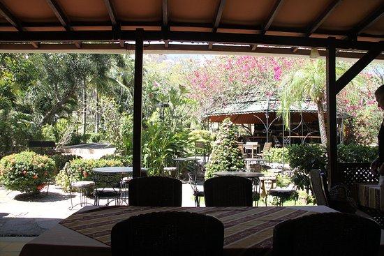 Villa del Sueno: looking from open area of restaurant toward bar