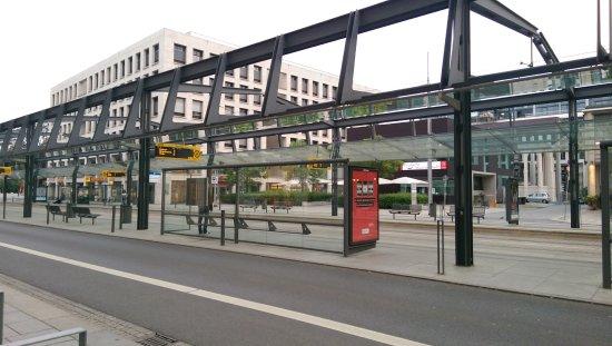 Ibis Budget Dresden City: Haltestelle Tram vor der Tür