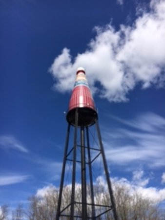 World's Largest Catsup Bottle: Photo op