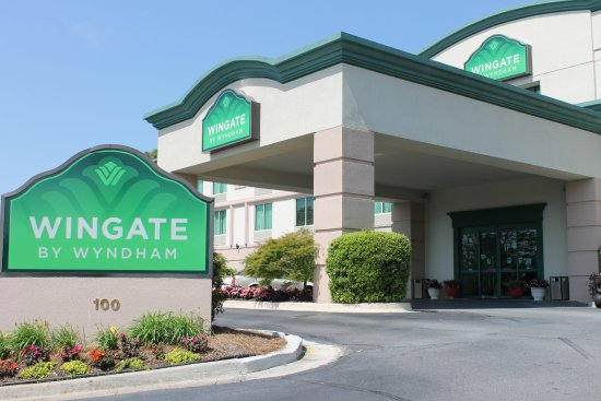 Wingate by Wyndham Macon: Grounds are most attractive