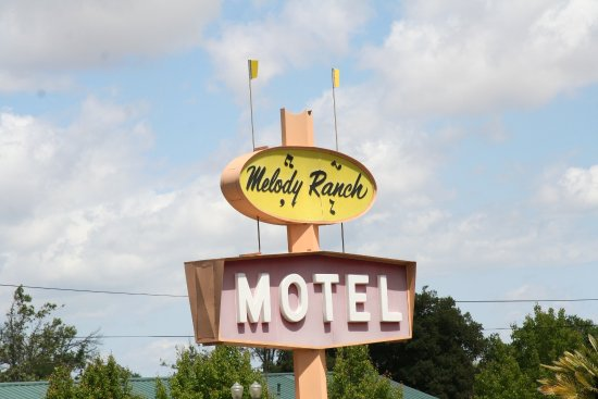 Melody Ranch Motel: Look for the sign