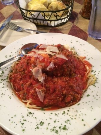 Bella's: Speghetti and meat sauce with meat balls