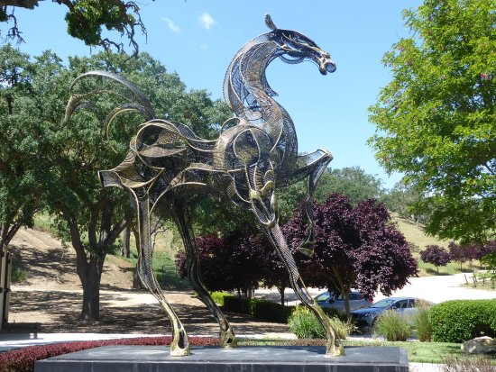 Paso Robles, CA: It took a lot of work and skill to create this sculpture