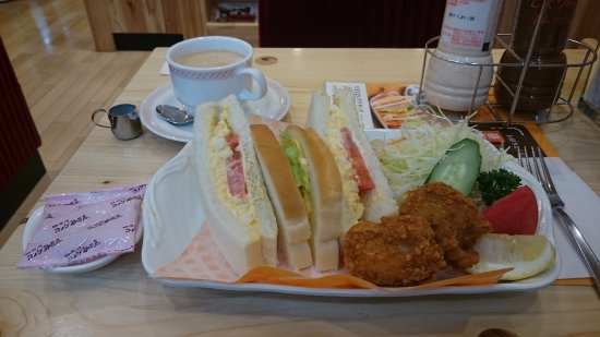 Komeda Coffee Shop Yume Town Kure: 卵サンド・唐揚げ付き