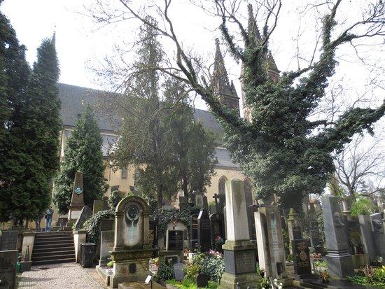 Národní Kulturní Památka Vyšehrad: Basilica of St Peter and St Paul from Vysehrad Cemetery