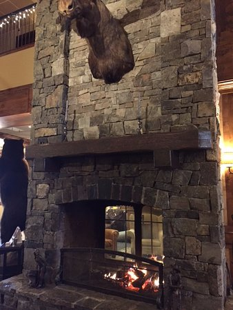 Lodge at Whitefish Lake: Inside double fireplace