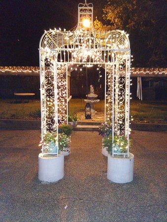 Navasota, TX: Night lights at Bogart's