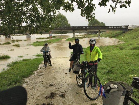 Takaro Trails Cycle Tours - Day Tours: Made it through the lake under the bridge!