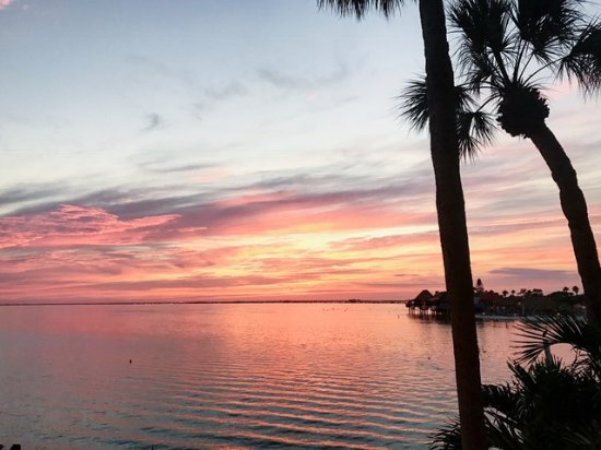 Bay Harbor Hotel: gorgeous sunsets every night
