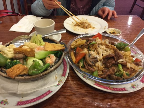 Prince George, Canada: Seafood hotpot and beef chow fun