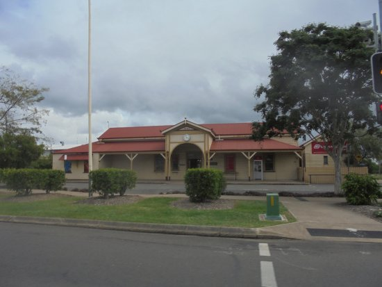 Maryborough, Australia: Old Railway station next to WW11 Air raid shelter