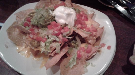 Fairfield, Коннектикут: nachos with sour cream, peppers and guacamole.