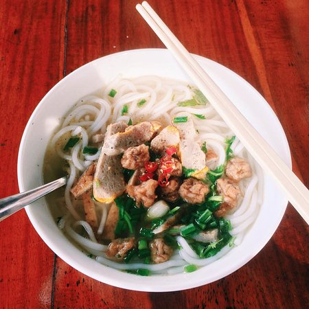 Le Jardin des Thes: Fish cake noodle for breakfast