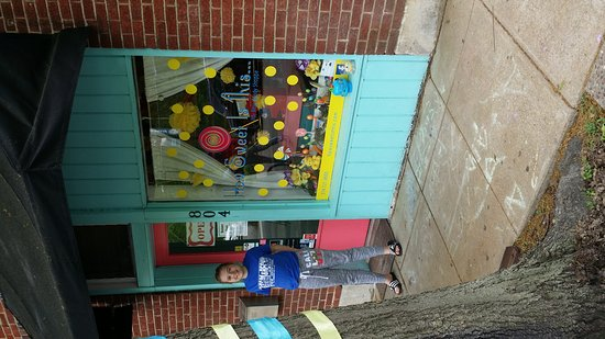 Clayton, MO: How Sweet Is This Itsy Bitsy Candy Shoppe