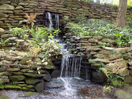 Newnan, GA: Garden waterfall.