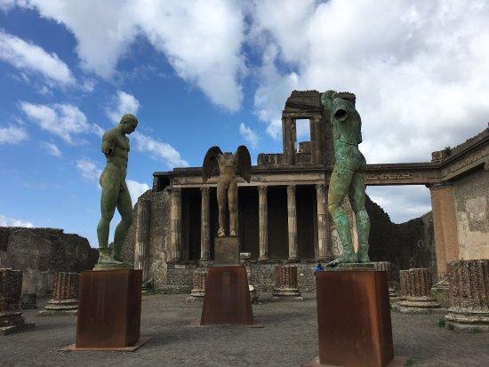 Lucia Pompeii Guide Tours: photo1.jpg