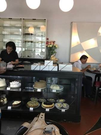 Chocolate Kiss Cafe: Good homey food. Affordable. Fast service.