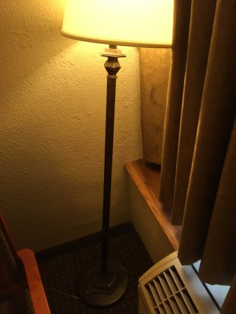 Plymouth, MN: Lamp had to be propped up