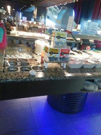 Gemenos, Fransa: les deux buffets