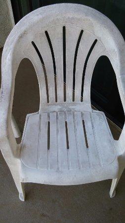 Huntington Beach Inn: Balcony chair