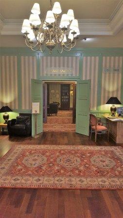Marrol's Boutique Hotel Bratislava: Library