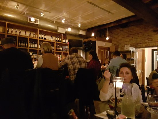 Lili's Bistro: Interior - a bit dark, but a nice atmosphere