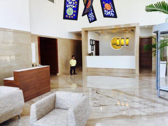 Lemon Tree Hotel, Sector 60, Gurugram