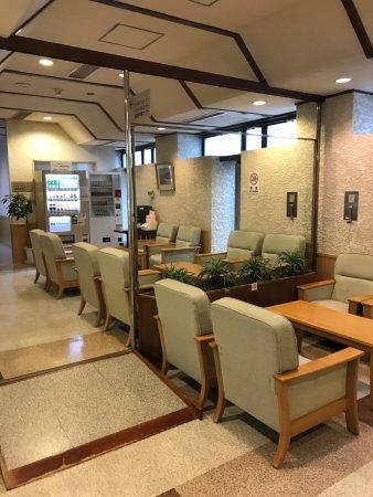 Hotel Route Inn Nagaoka Ekimae: 1階ロビー