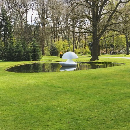 Otterlo, Países Bajos: Amazing walk in the sculpture garden