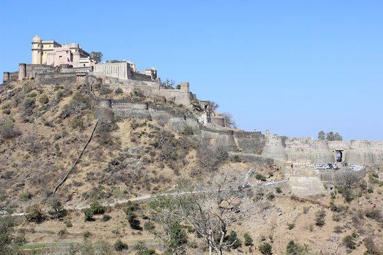 Rajsamand, India: Fort wall and fort view