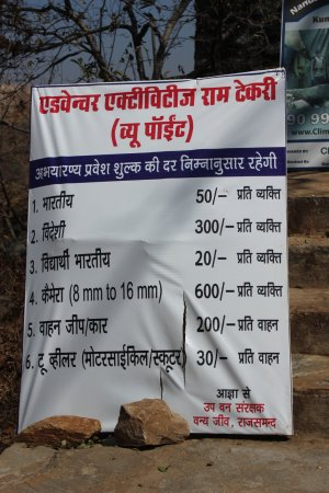 Rajsamand, India: Check camera price to click entire fort pic from view point