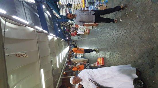 Dubai Deira Fish Souk: 20170422_213901_large.jpg