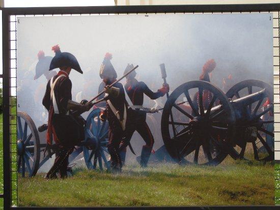 Waterloo, Bélgica: 古戰場旁圍著大型看板