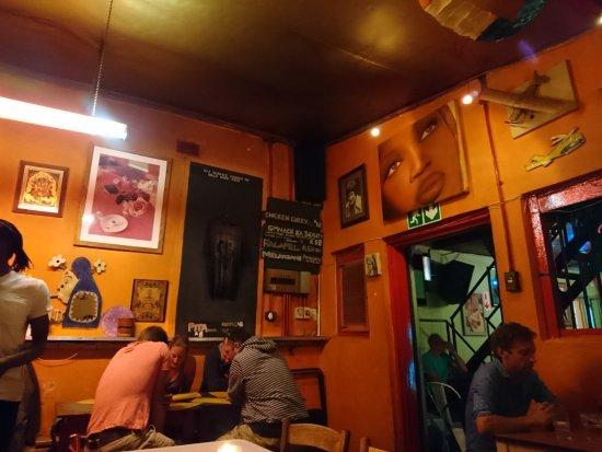 Cafe Ganesh: salle intérieure du café ganesh