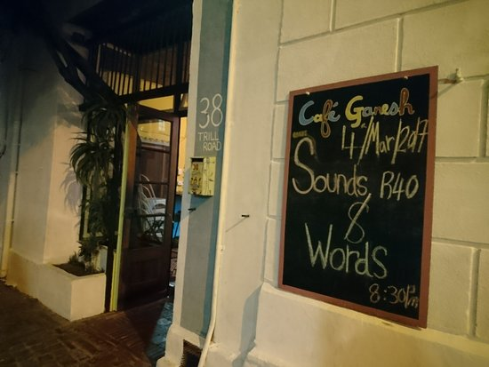 Cafe Ganesh: l'entrée du restaurant café Ganesh