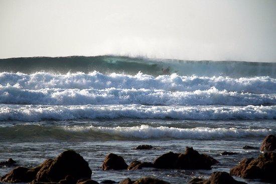 Thulusdhoo Island: Cokes surf break