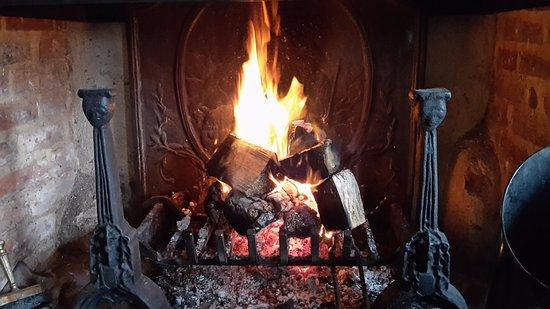 Thornham, UK: lovely fire