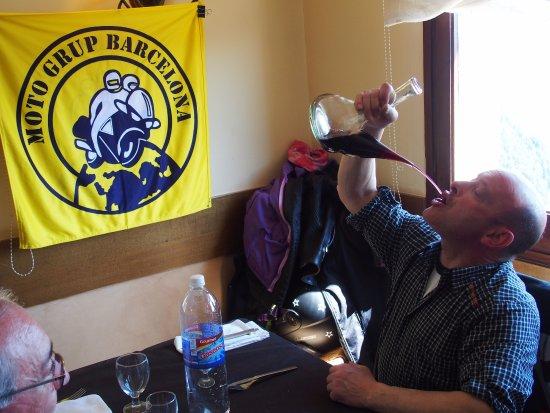 Gombren, Espagne : Buen comer y buen beber.