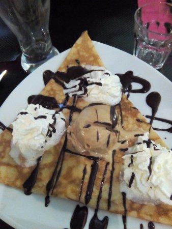 Saint-Jouan-des-Guerets, Frankrijk: crêpe banane chocolat