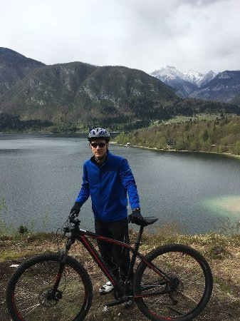 Bohinjsko Jezero, Eslovenia: me and the view from a hill south east from the lake