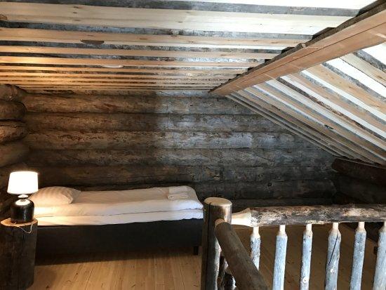 Nellim Wilderness Hotel: Upper level of Log Cabin