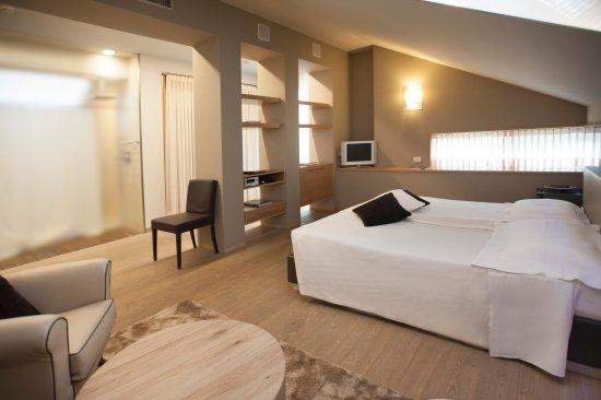 Benevello, Italien: Top floor deluxe suite
