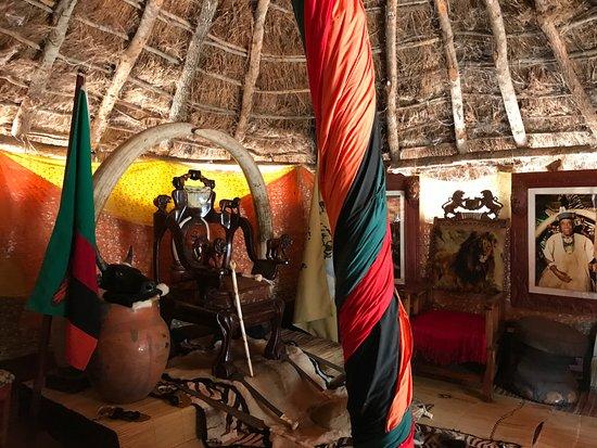 Водопад Виктория, Замбия: ארמון ראש השבט