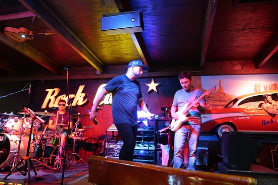Rock Café Fuerteventura: Brilliant band and singer :)