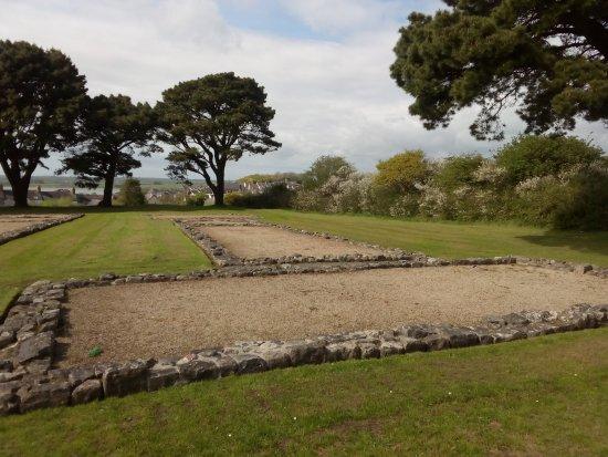 Segontium Roman Fort: una de las barracas con una forma rara...