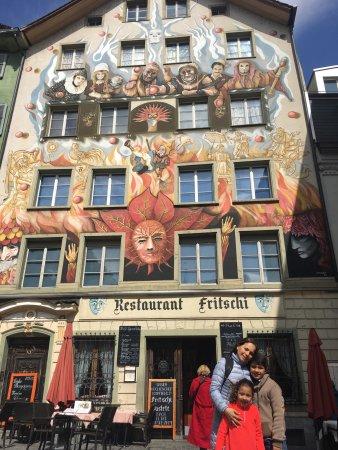 Old Town Lucerne : Wow magnífico lugar para visitar en Suiza, lucerna se puede recorrer caminando.  Simplemente esp